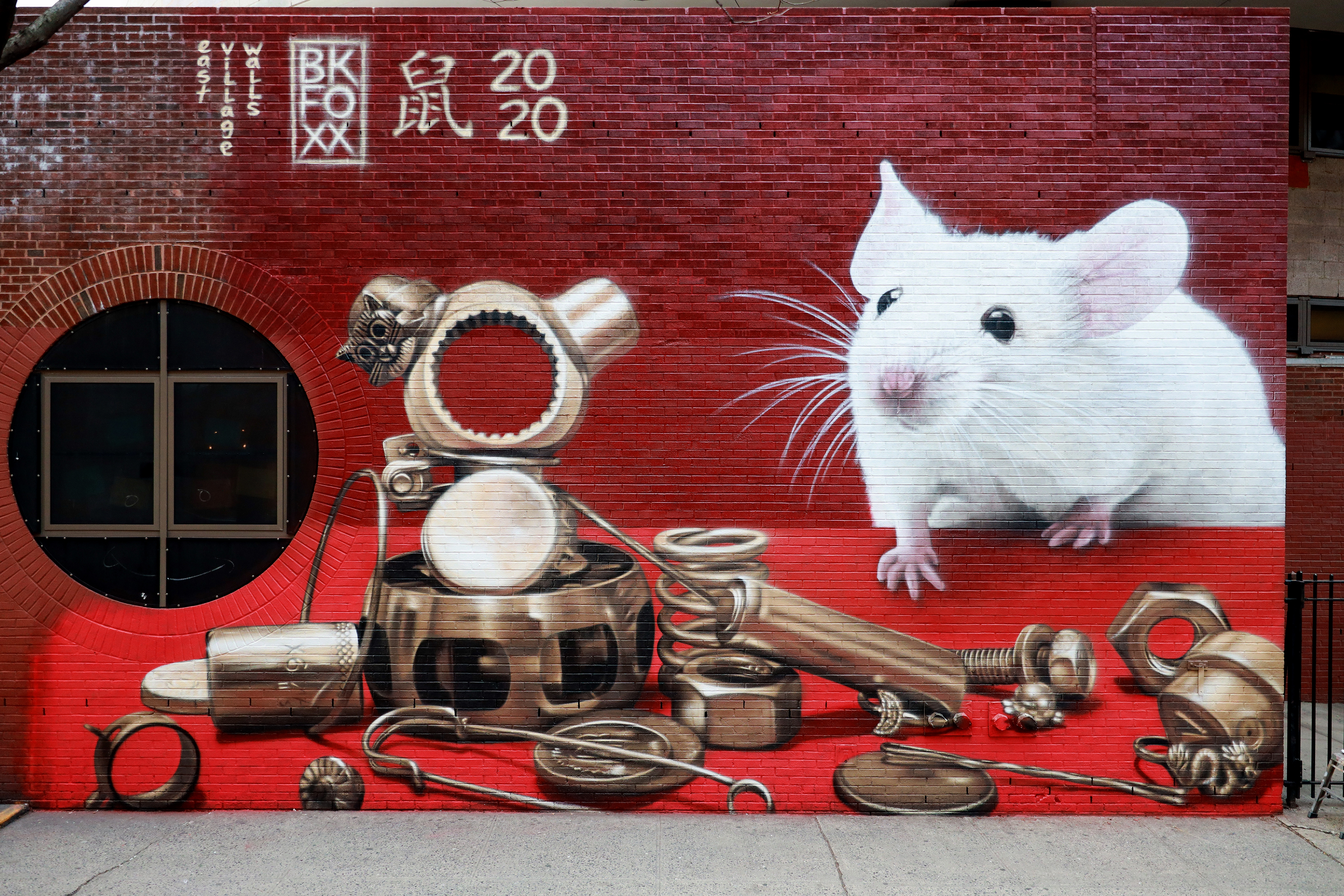 <b>One Man's Trash (is a mouse's treasure)</b><br>with @eastvillagewalls<br>Chinatown, NYC<br>Jan 2020